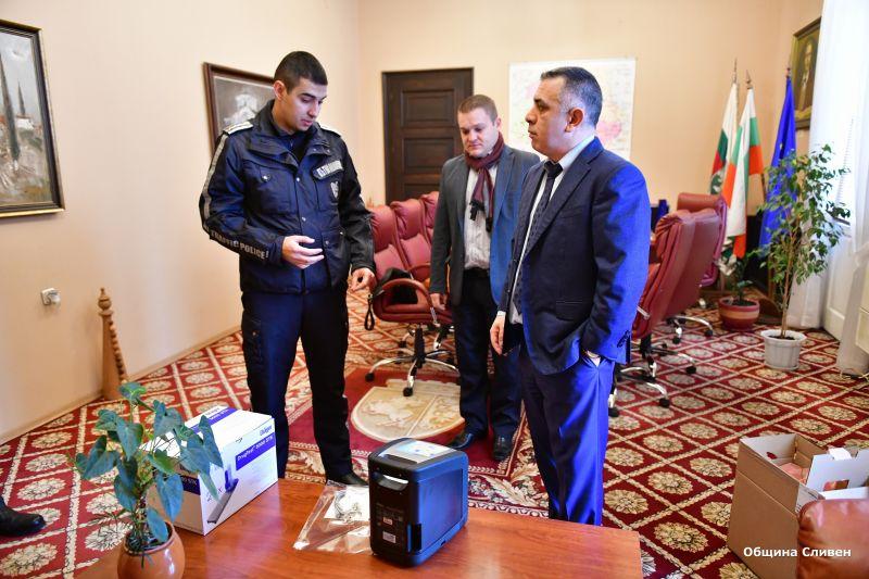 Полицията получи дрегер от Община Сливен